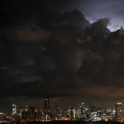 20130705-9B5A1175-metro-manila-makati-by-the-clouds